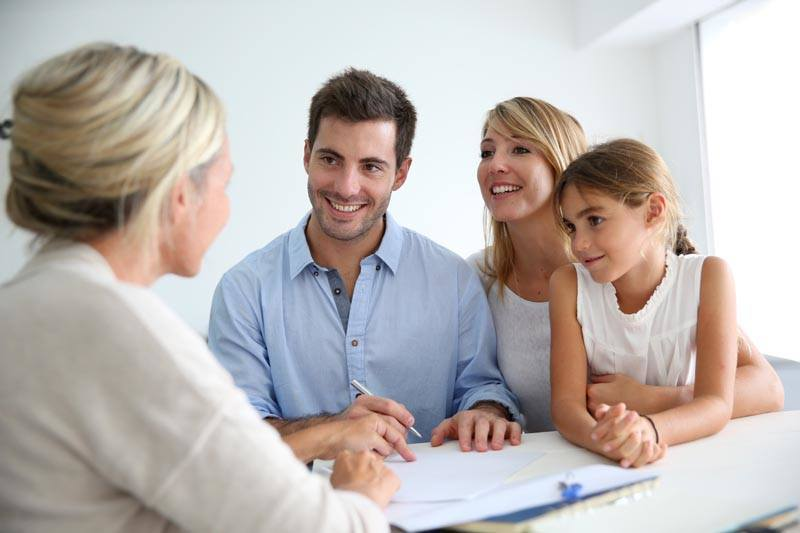 https://www.tpopros.com/wp-content/uploads/2020/06/bigstock-family-meeting-real-estate-age-55766201.jpg